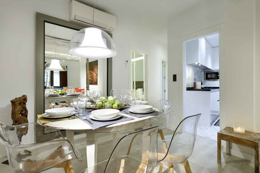 artchapiz apartment for rent with dining table set for six people near the alhambra, granada