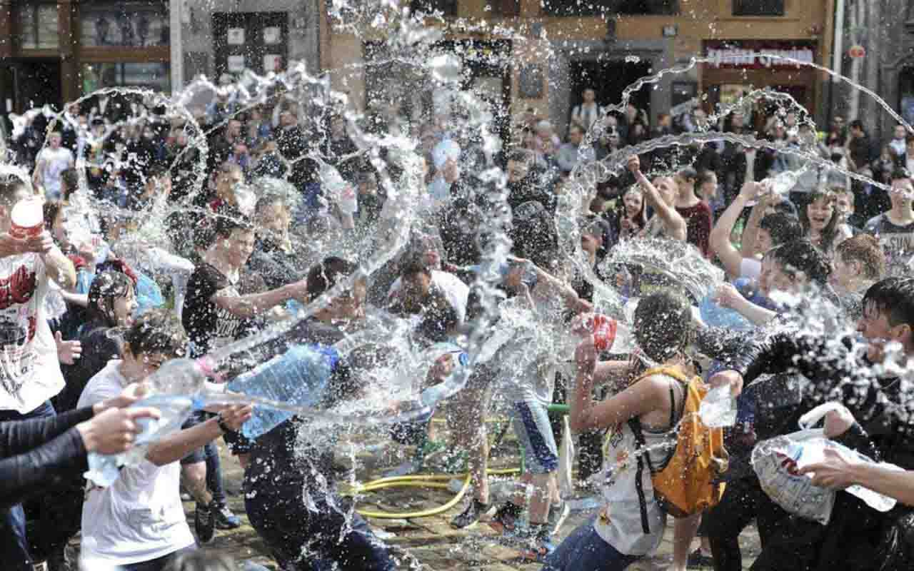 crowd of people throughing water to each others at Lanjaron water festivity in Alpujarras granada